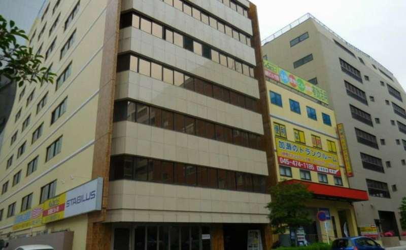 新横浜駅徒歩3分の駅近会議室。大変便利です