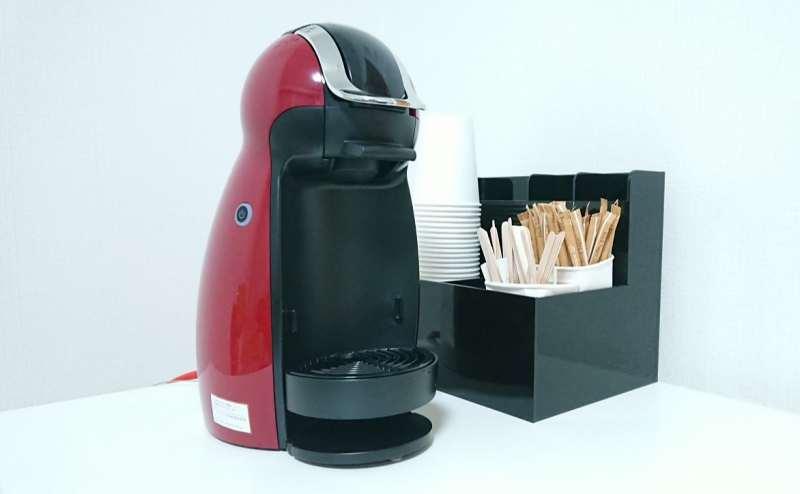 ドリップマシン。淹れたてのコーヒーをご賞味ください。
