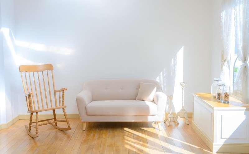 【C-Room】ベージュのソファは人物にも商品撮影にも使いやすい大きさです