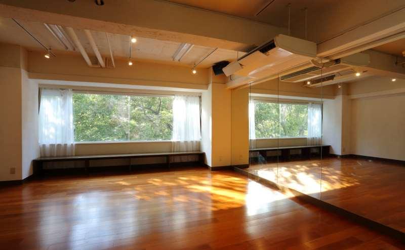 JR山手線 原宿駅 11分のレンタルスタジオ