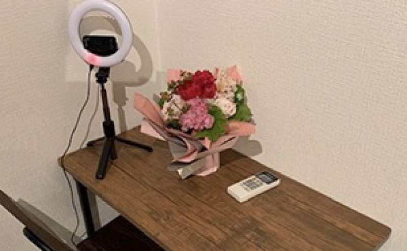 自撮り用リングライトと机、椅子を設置。写真や動画の撮影にもぴったりです