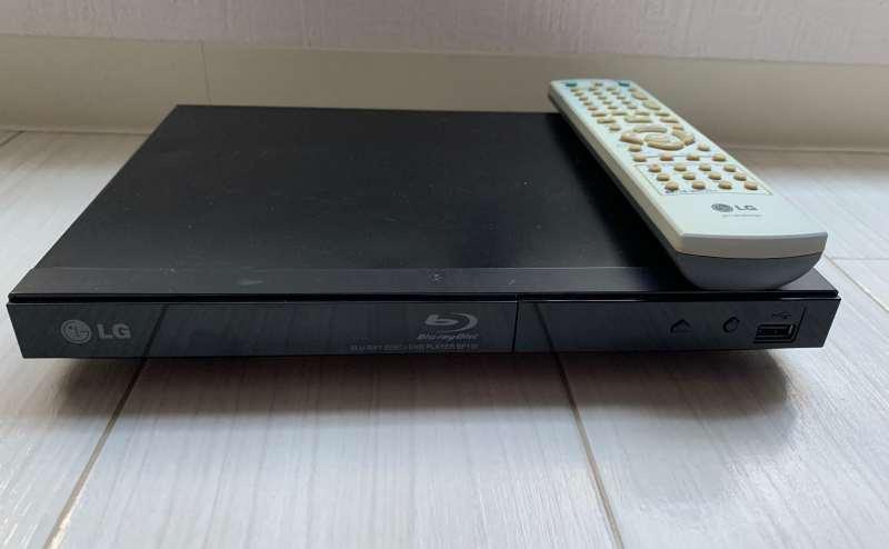 Blu-rayプレイヤーです。DVDとブルーレイの再生が出来ます。