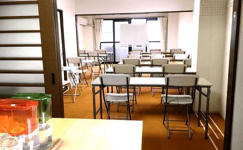 京都駅前 スペース ON YOU 京都駅から徒歩10分 最大収容人数40名 セミナー 座談会 料理教室 ダイニングキッチン調理器具 食器 ホワイトボードWi-Fi完備