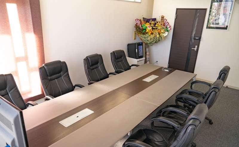 品のある応接室なので、重要な商談の会場としても使えます。