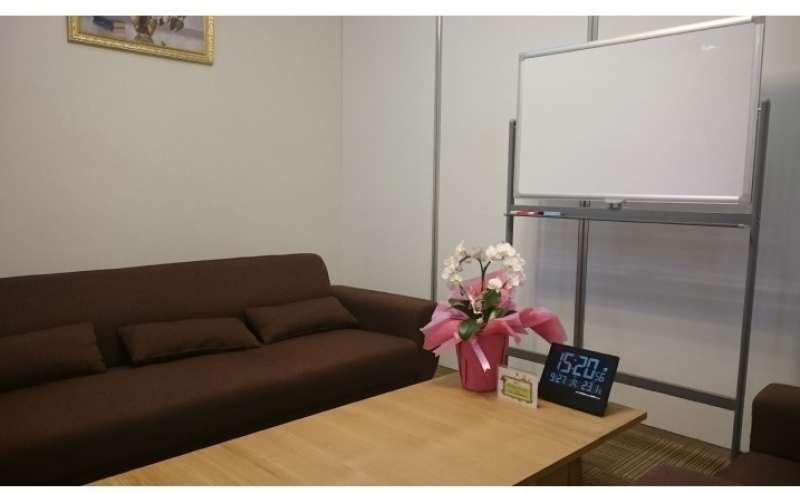 ソファの応接室も同時レンタル可能です。お問い合わせください