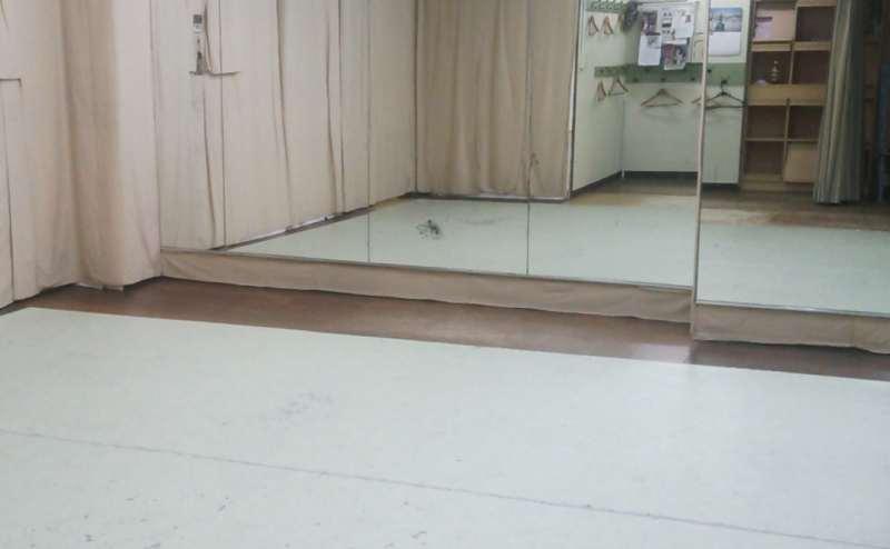 池袋駅近く。24時間可能。鏡ありのレンタルスタジオ。ダンス、ヨガ、武道、アコースティック楽器などに