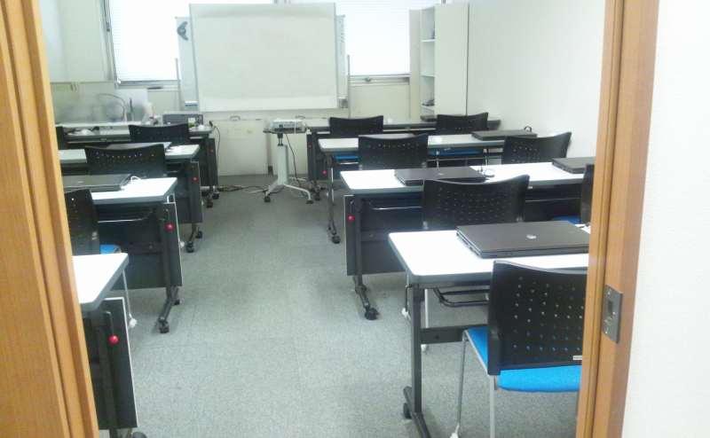 サポートスタッフ常駐で安心  PCご用意可能な貸会議/PC研修室 イーエデュケーションズ