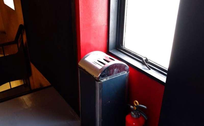 タバコは廊下で吸えます。 (大京クラブ【レンタルスペース】 【多目的スペース】の設備の写真)