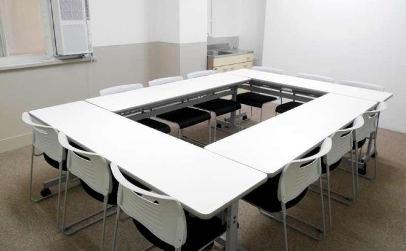 【飯田橋】2階小会議室B 飯田橋駅2分 少人数で格安の駅近貸し会議室
