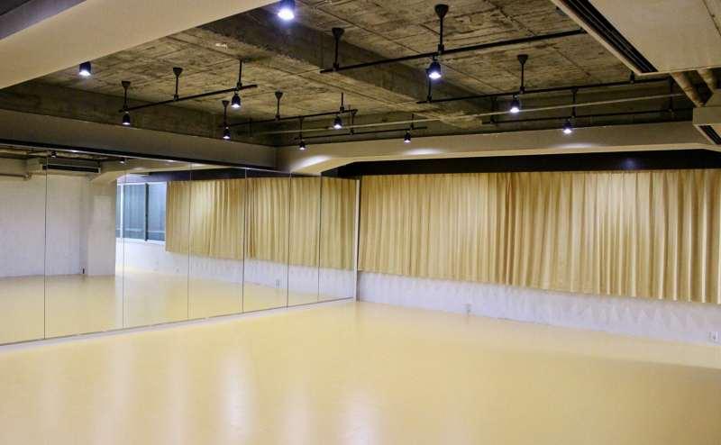 レンタルスタジオ2000円/時間~2500円/時間
