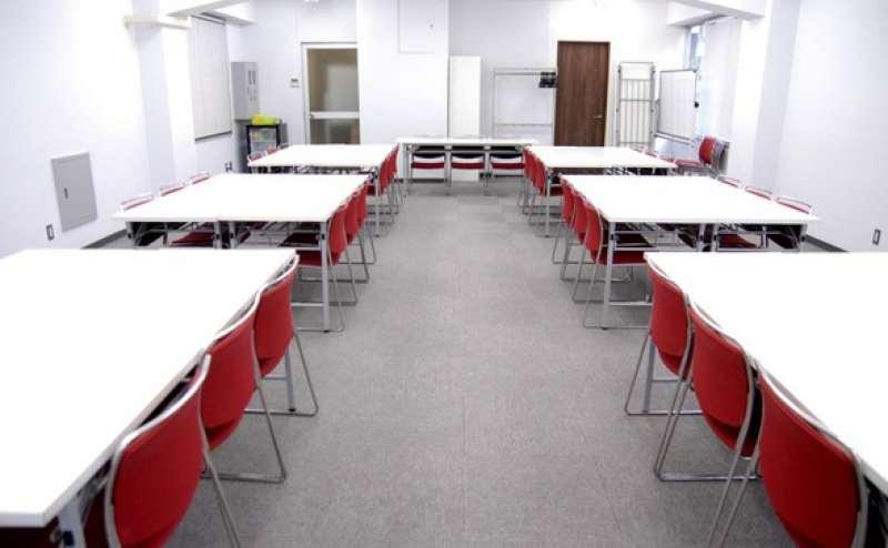 標準45名~最大54名の貸し会議室