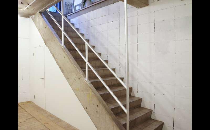 階段も展示場所としてお使いいただけます。