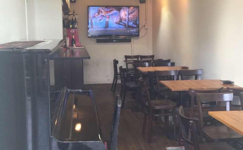 大阪 JR吹田 旭通商店街 レンタルカフェ BAR  GALLERY X  CAFE BAR ケセラ