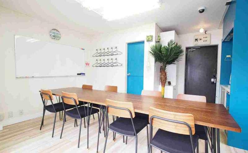 【マリブ】渋谷@貸会議室 レンタルスペース インターネット 電源 50インチ大型モニター無料