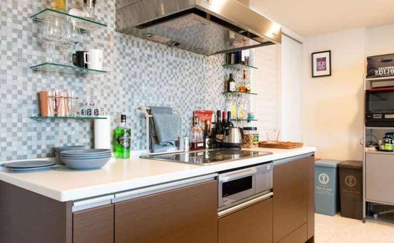 調理器具や食器も種類多くそろっています