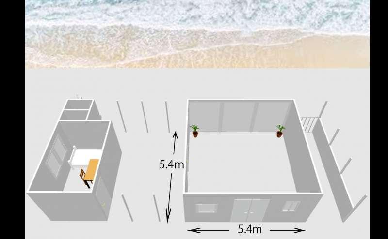 5.4m×5.4mのチャペルスタジオ。大きな窓が大迫力で海が一望。控室のフランフランのベットでゆったり休憩。