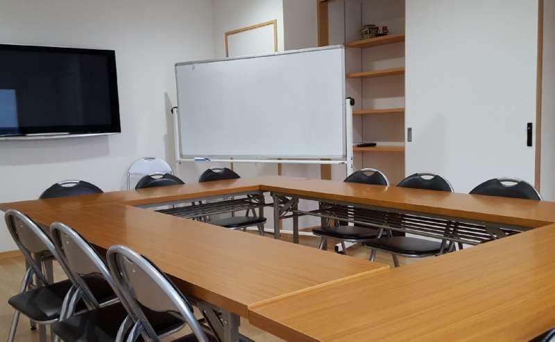 セミナールーム(大型テレビを設置し会議に最適、ダンススタジオとしても人気です)