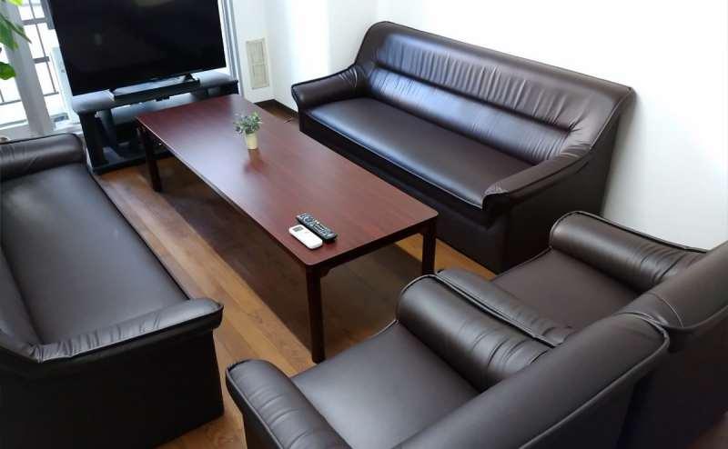 横になれるほど大きなソファ