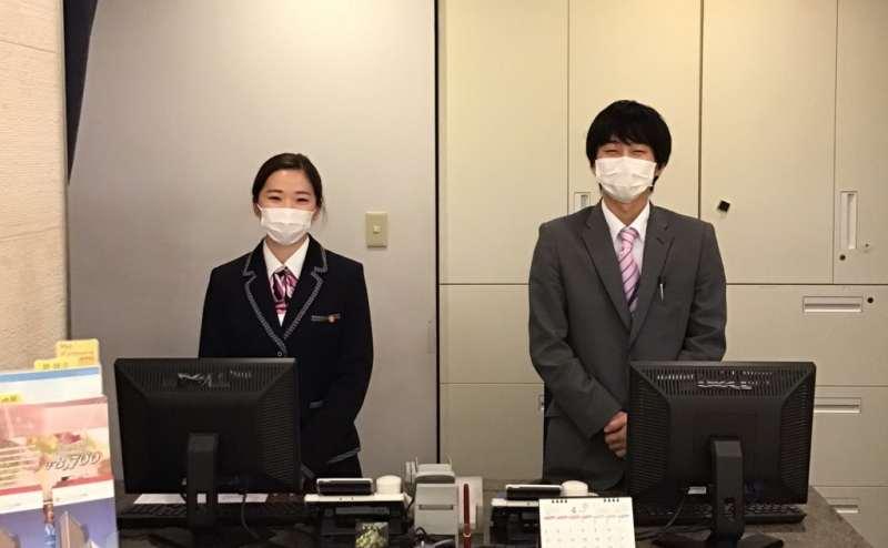 スタッフの健康チェック、マスク着用を励行しています