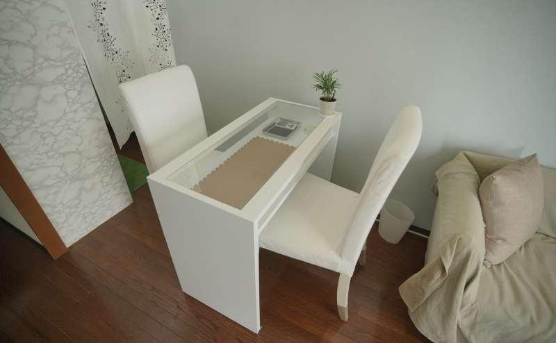 対面式のテーブルはネイル施術にピッタリです(ˊᗜˋ*)
