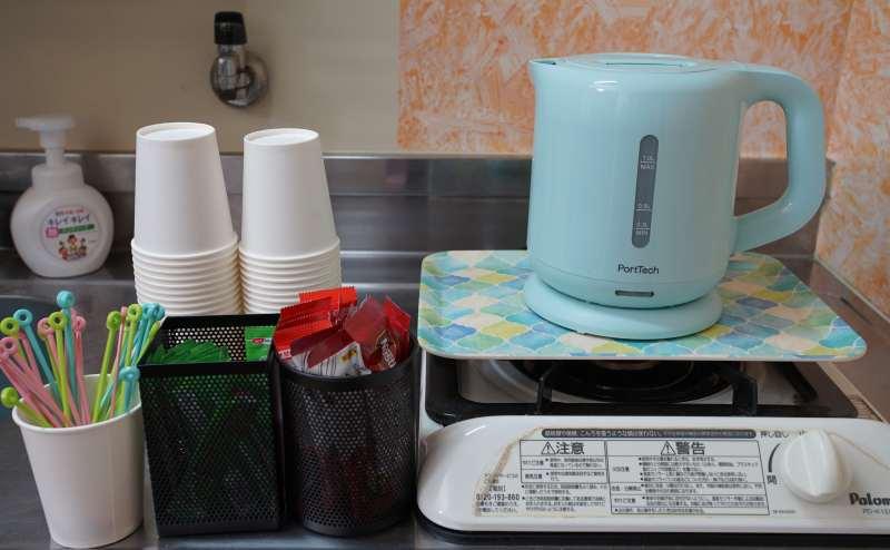 電気ケトルでお茶やコーヒーなどご自由にお使いください。