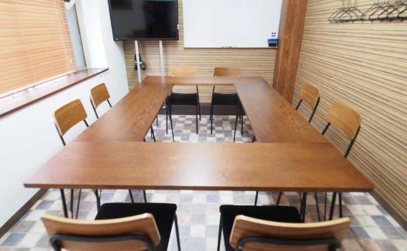 テーブルをロの字に並べたレイアウト
