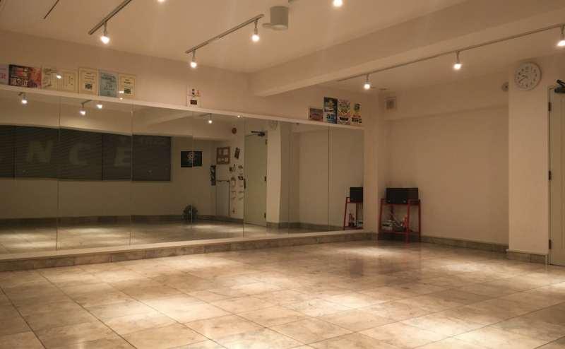 東京 足立区 日暮里・舎人ライナー 扇大橋駅 徒歩1分 ダンススタジオ Dance Studio Broomstick