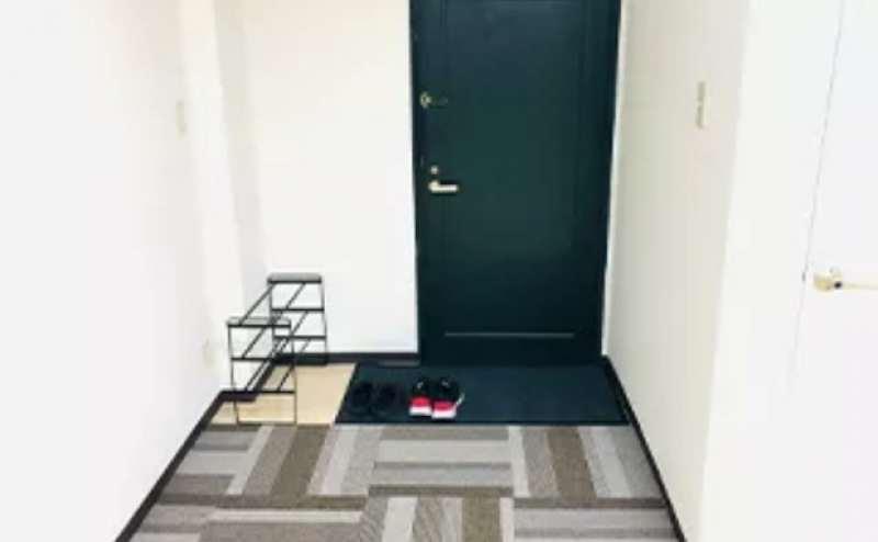 玄関です。スタジオ内にトイレもある完全個室です