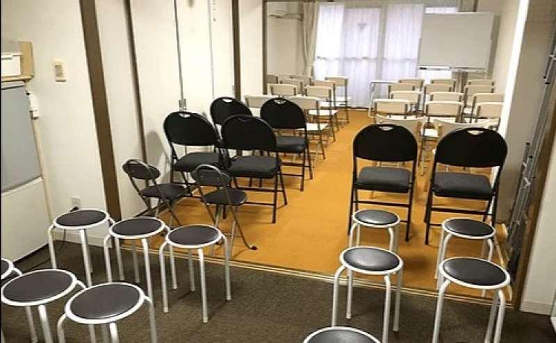 椅子だけの場合です 最大40名着席可能です