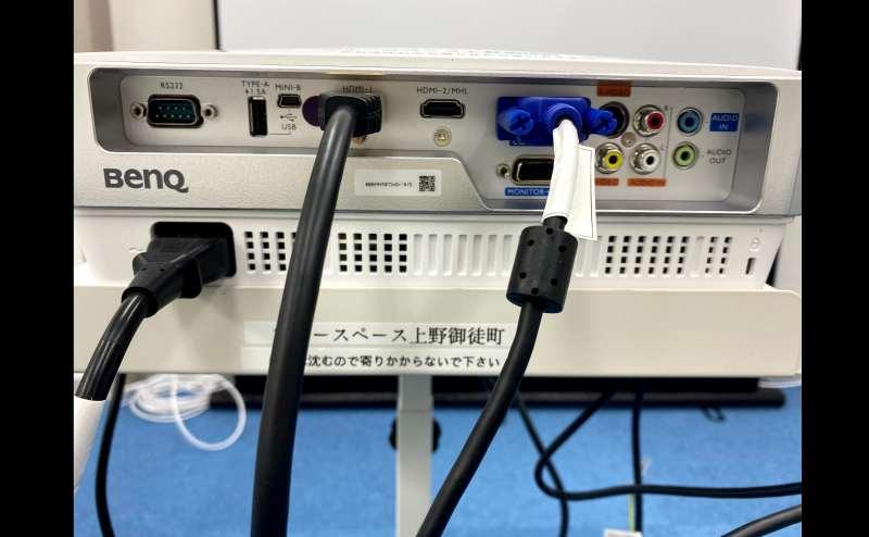 HDMI,D-Subなどが常備! PCから簡単に接続で投影可能!