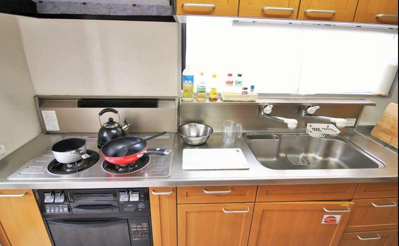 キッチンスペース 電子レンジ・トースター・冷蔵庫・ポット・調理用具(フライパン・包丁など)
