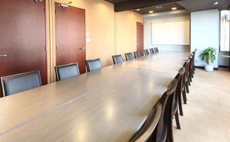 上品で広々とした会議室  明るくくつろげるお部屋です