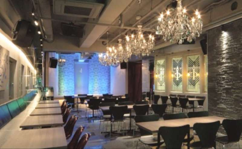 渋谷 イベントスペース アイコン ワイルドな植物が印象的なラウンジ調の空間