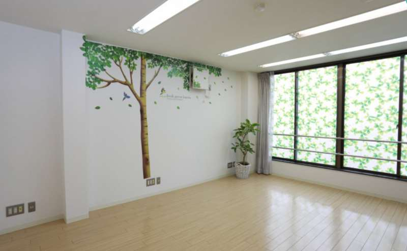 明るい室内は写真や動画の撮影にもご利用いただけます。格安の料金設定で長時間のご利用も安心です