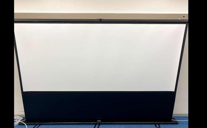 80インチ大型スクリーン