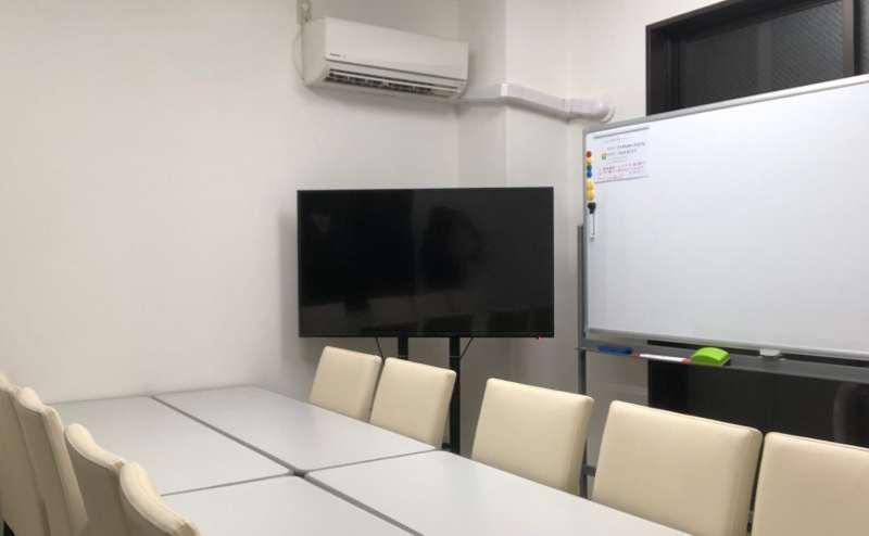 まさに会議室形式な配置で。