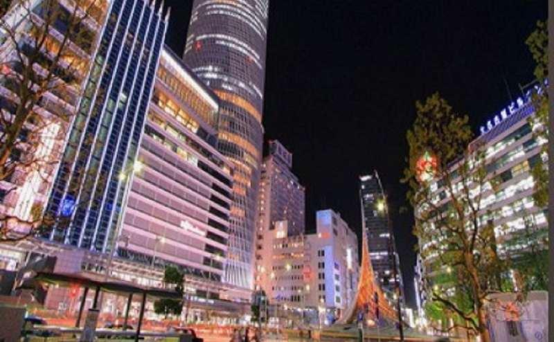 名古屋市中心地。地下鉄栄駅徒歩5分、久屋大通駅徒歩1分の駅近です