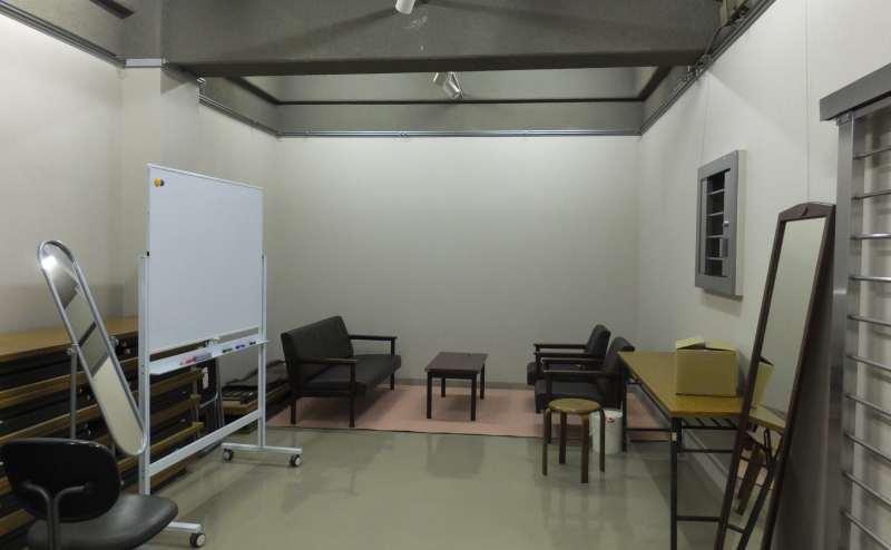 控室(旧金庫室)内部。十分な広さがあるのでお着替えもばっちり!