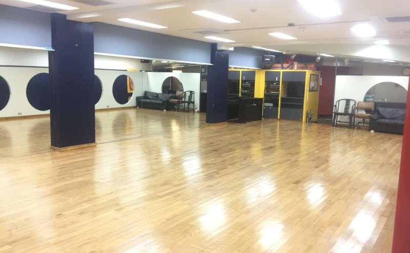約50畳の広いスタジオ