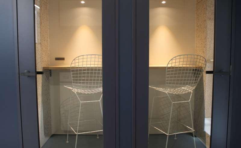 《六本木ヒルズ徒歩1分》◆オンライン会議・面接、1人作業にピッタリの個室スペース◆wi-fi・電源・防音完備