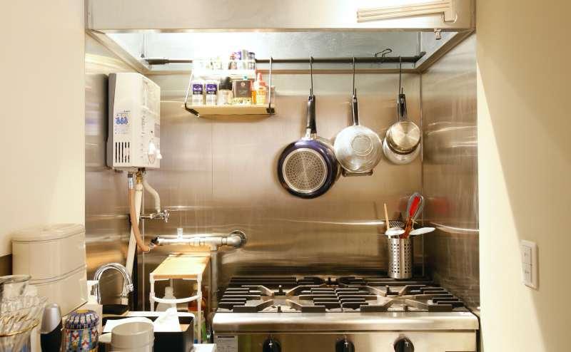 業務用コンロ。お鍋、フライパン等あり。