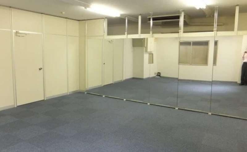 清潔で明るいお部屋です。ヨガ、ダンス、ウォーキング、着付け教室など幅広くご利用いただけます。