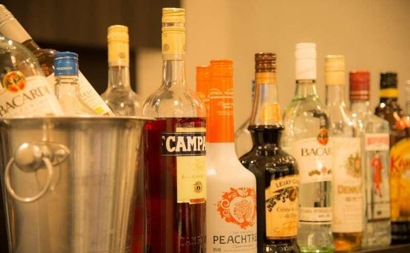 アルコール、ノンアルコールを豊富にご用意。2時間飲み放題です