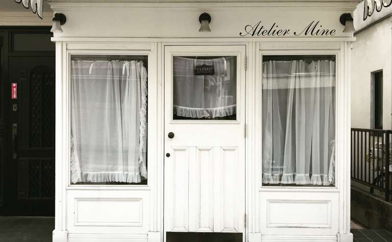 白を貴重としたおしゃれな外観でお客様をお迎え出来ます。
