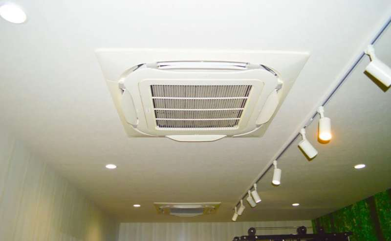 業務用のエアコンで素早く快適な温度にします