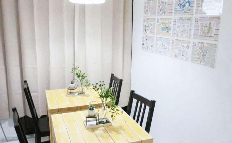 レンタルスペースのテーブルと椅子です。