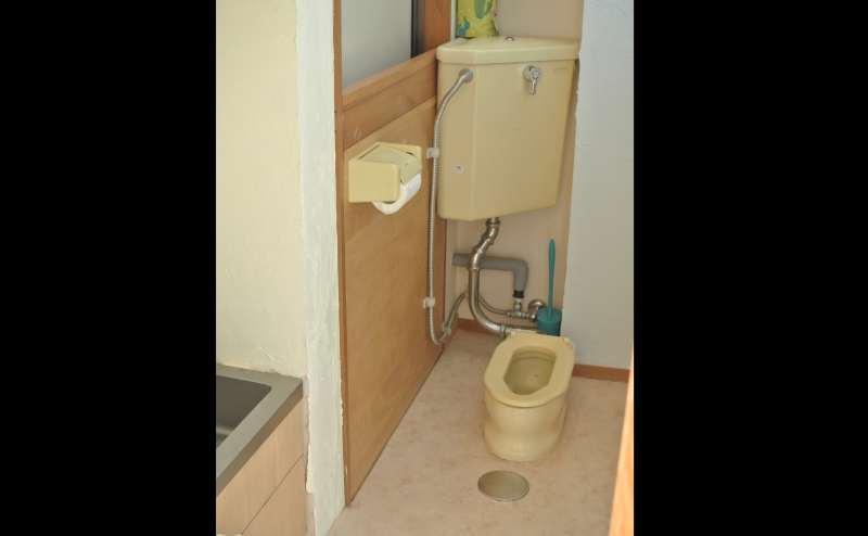 入口付近に乳児用のトイレもあります。
