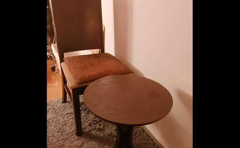 高級感のある椅子とテーブル