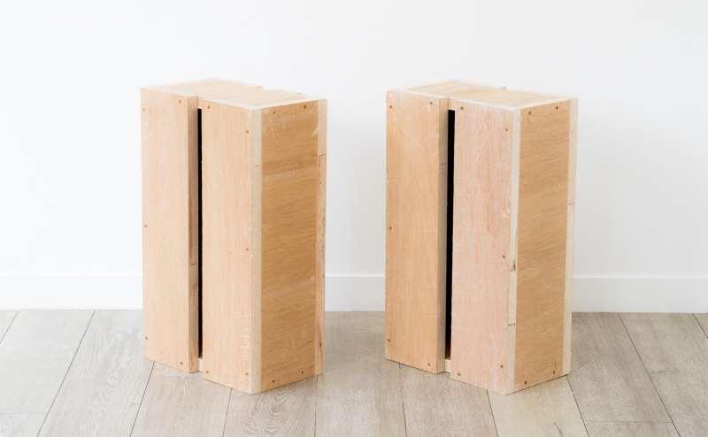 定番の1尺×1尺7寸×6寸(303×515×181mm)の箱馬2個です。嵩上げ、踏み台、何にでも便利に使えます。