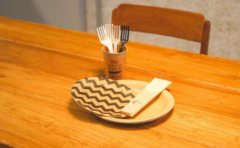 紙皿セット:紙皿(大)、紙皿(小)、紙コップ、フォーク、割り箸×4セット